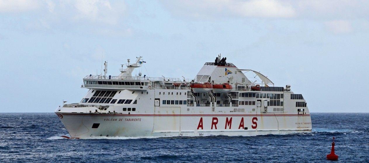 """El ferry """"Volcán de Taburiente"""" navega rumbo a La Palma"""