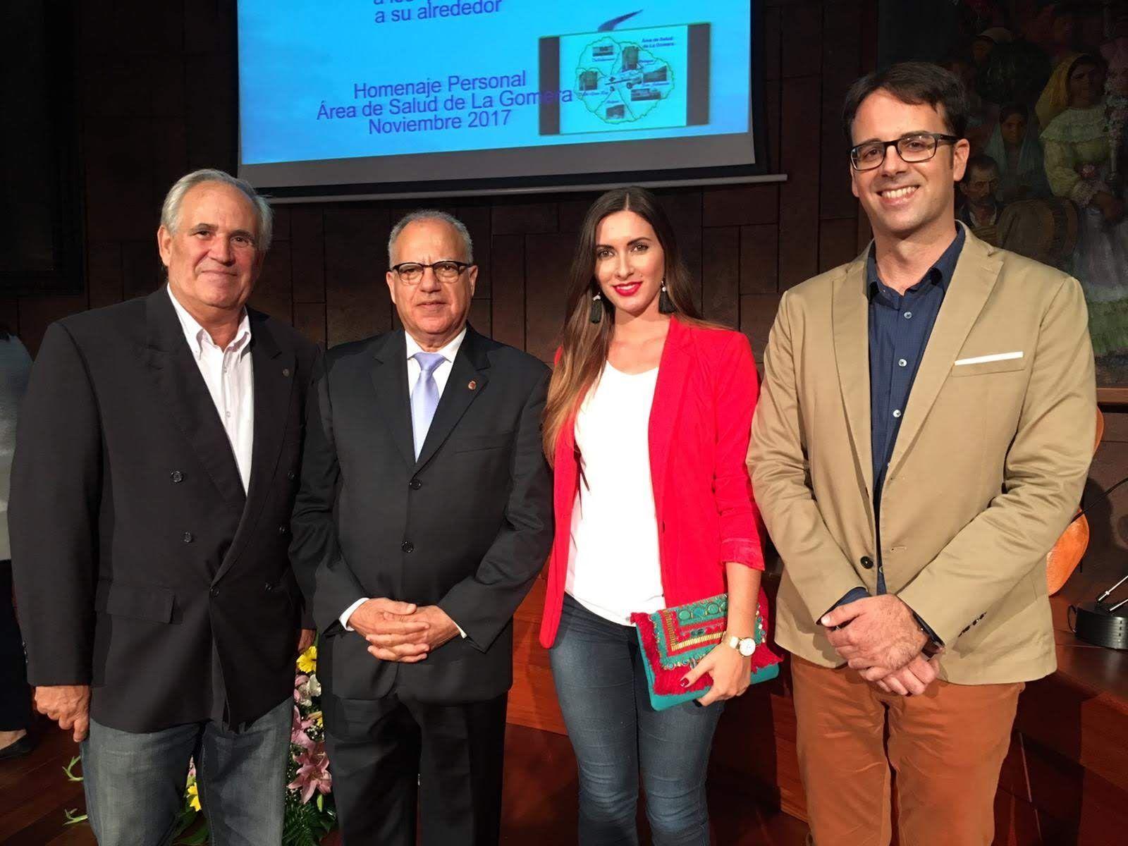 Arturo Clavijo (izquierda), junto a Casimiro Curbelo, el día de su homenaje como médico rural