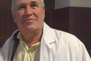 Arturo Clavijo combina su vocación de médico con su dedicación de empresario