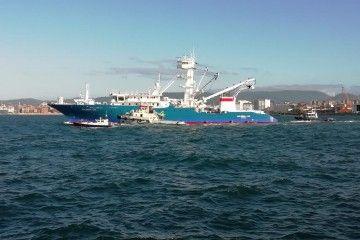 """El buque atunero """"Galerna Lau"""", a su salida de Astilleros Armón Gijón"""