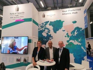 Representantes de Tenerife Shipyards en el stand de Puertos de Tenerife en Offshore Europe 2019