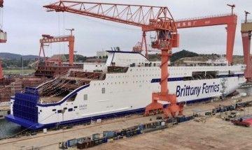 """El buque """"Galicia"""", puesto a flote esta mañana en China"""