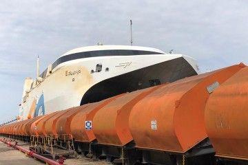 """El catamarán """"Francisco"""", varado en el syncrolift de Tandanor"""