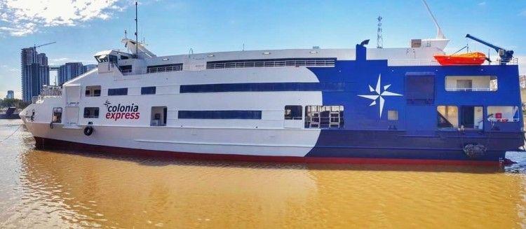 """El catamarán """"Superferry Express"""", visto por la banda de babor"""