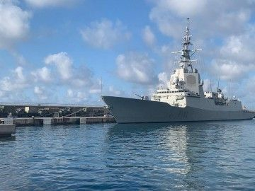 """La fragata """"Almirante Juan de Borbón"""", atracada en el puerto de Ibiza"""