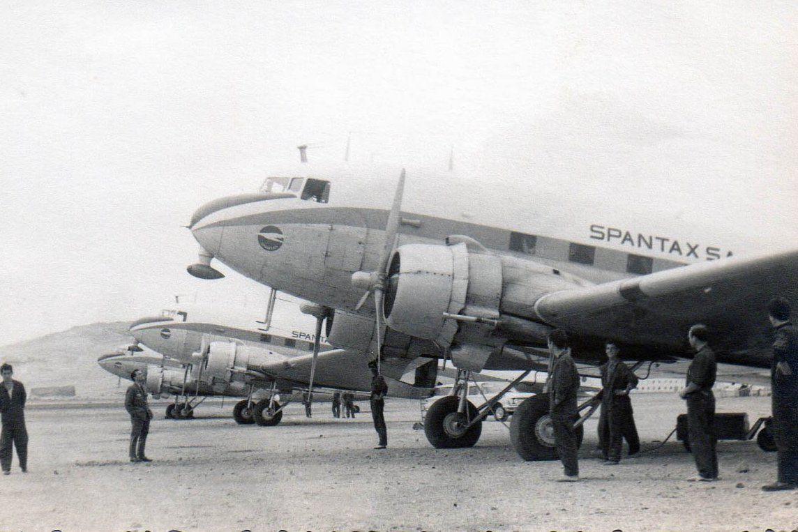 La flota de Spantax en 1961, aparcada en el aeropuerto de Gran Canaria