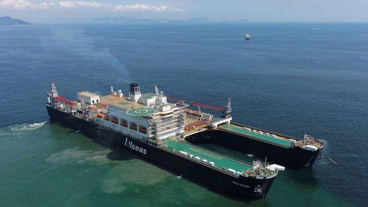 """Impresionante estampa marinera del buque """"Pioneering Spirit"""""""