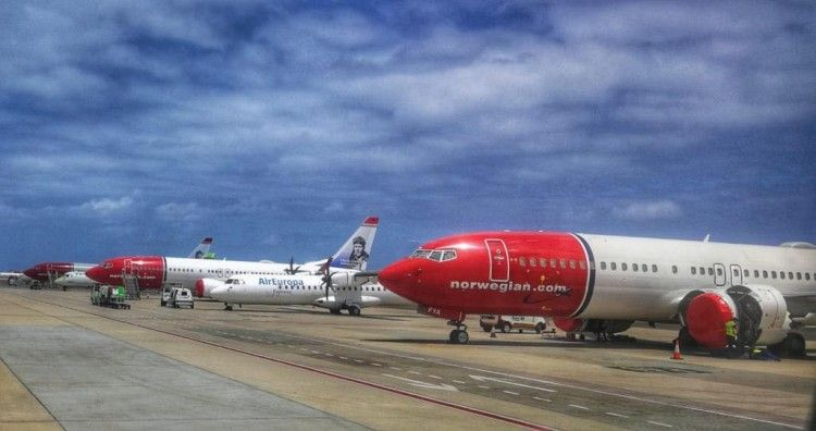 Aviones B-737 Max de Norwegian estacionados en el aeropuerto de Gran Canaria