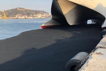 "Una gran cantidad de carbonilla cayó sobre el agua en las proximidades del ""Jaume III"""
