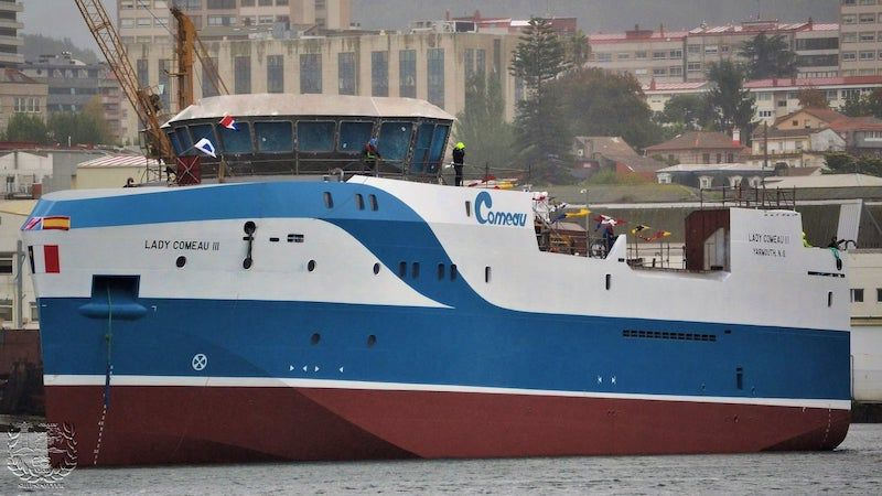 """El buque pesquero """"Lady Comeau III"""", tras su puesta a flote"""