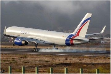 Momento de aterrizaje del avión B757F EC-NFN en Tenerife Norte