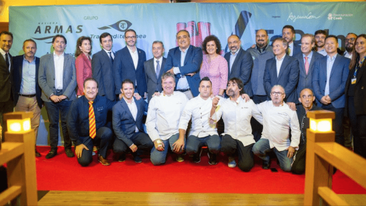 "Foto de familia de la presentación de TaPalma 2019 a bordo del ferry ""Volcán de Tinamar"""