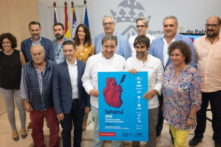 Foto de familia de la rueda de prensa celebrada en el Ayuntamiento de Palma