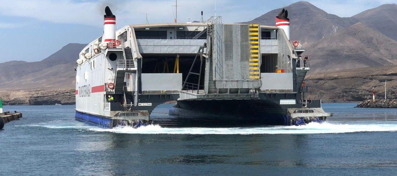"""Vista de popa del catamarán """"Ciudad de Ceuta"""", ex """"Milenium Dos"""""""