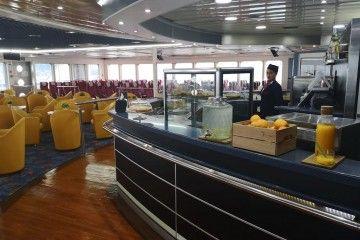 """Cafetería de la clase turista del catamarán """"Ciudad de Ceuta"""""""