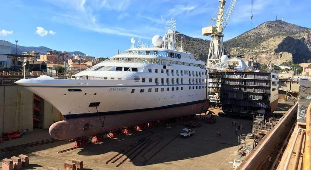 """El buque """"Star Breeze"""", seccionado en dos y la nueva sección"""
