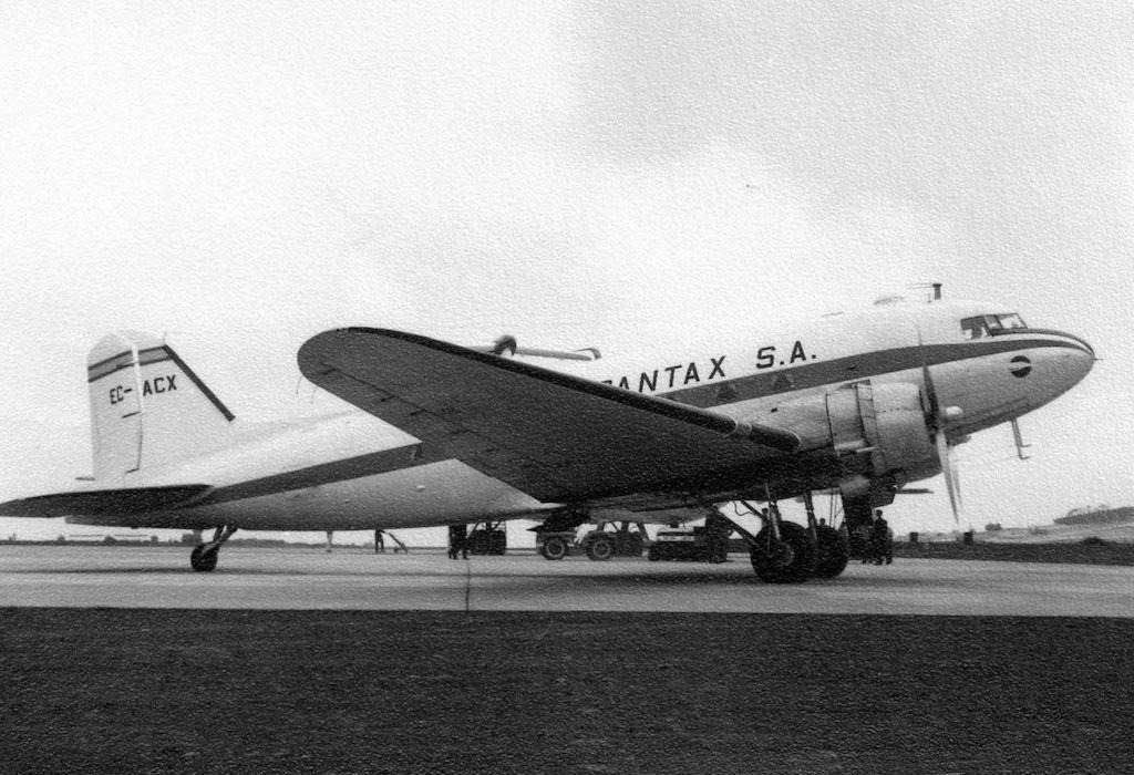 Douglas DC-3 de Spantax estacionado en el aeropuerto de Los Rodeos
