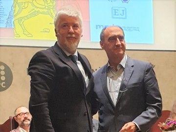 Juan Díaz Cano (derecha), ganador del premio literario Nostromo