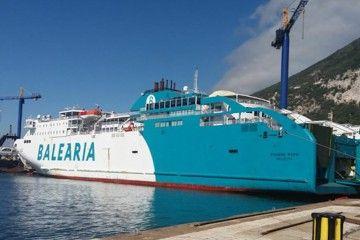 """El buque """"Bahama Mama"""", atracado en el astillero de Gibraltar"""