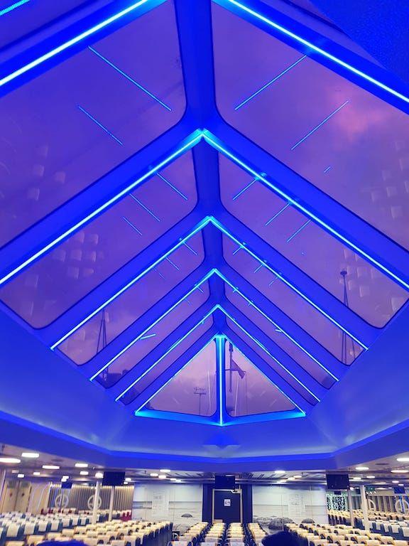 """Iluminación de la zona central del catamarán """"Villa de Agaete"""""""