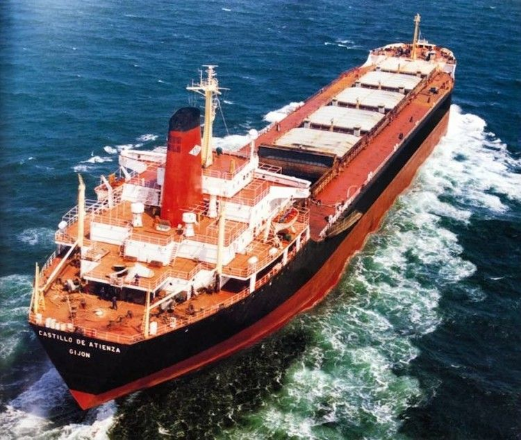 "Vista aérea del bulkcarrier ""Castillo de Atienza"""