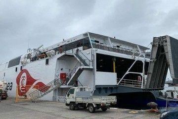 """El catamarán """"Villa de Agaete"""", a flote preparado para pruebas de mar"""