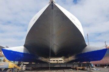 """Vista de proa del catamarán """"Villa de Agaete"""", durante su estancia en ASTICAN"""