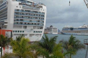 Tres de los cuatro cruceros que hoy coinciden en el puerto tinerfeño