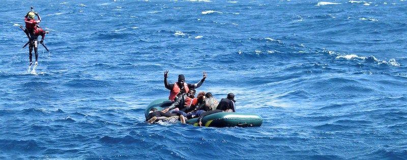 """Rescate de una patera por la embarcación """"Salvamar Alkaid"""""""