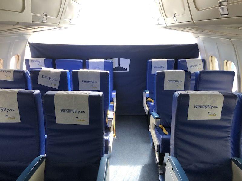 Se conservan tres filas de asientos del avión