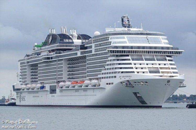 """El buque """"MSC Grandiosa"""", visto por la amura de estribor"""