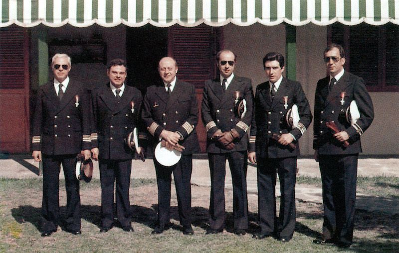 Primeros oficiales de Trasmediterránea condecorados con la Cruz del Mérito Naval