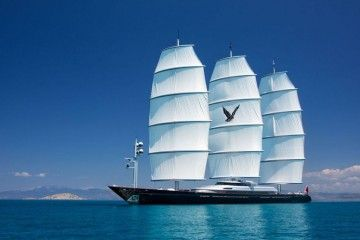 "Estampa marinera, con el velamen desplegado, del yate velero ""Maltese Falcon"""