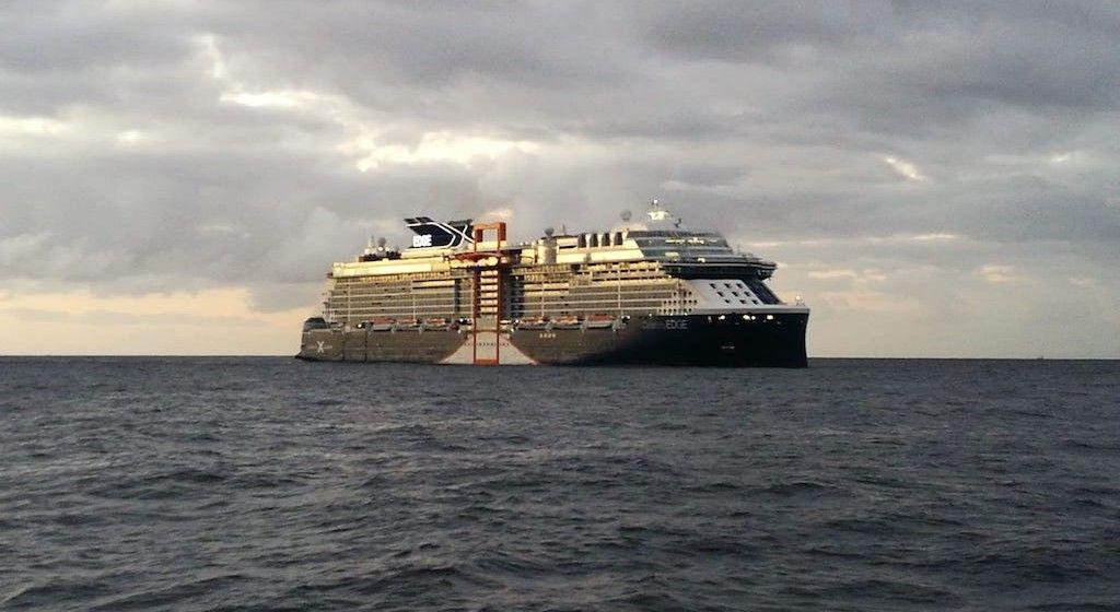"""El buque """"Celebrity Edge"""", a su llegada al puerto de Santa Cruz de Tenerife"""