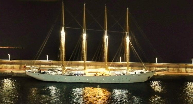 """El lugre portugués """"Santa María Manuela"""", esta noche, en el puerto de San Sebastián de La Gomera"""