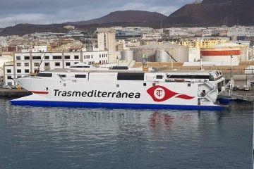 """El catamarán """"Villa de Agaete"""", atracado en el puerto de Las Palmas de Gran Canaria"""