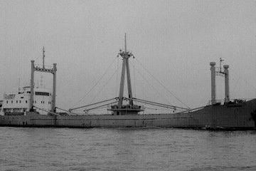 """El buque """"Descubridor"""", en su primera etapa, equipado con puntales"""