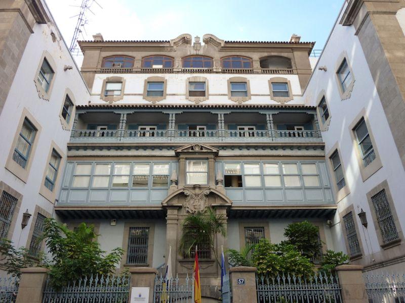 Fachada de la sede social de Álvaro Rodríguez López en Santa Cruz de Tenerife