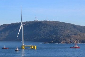 El remolque, a su salida de la ría de Ferrol