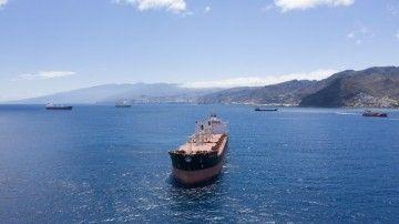 Una veintena de barcos se desvían de Las Palmas a Tenerife por el temporal