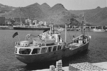 """El buque """"Sancho II"""", en el puerto de Santa Cruz de Tenerife, el de su matrícula naval"""