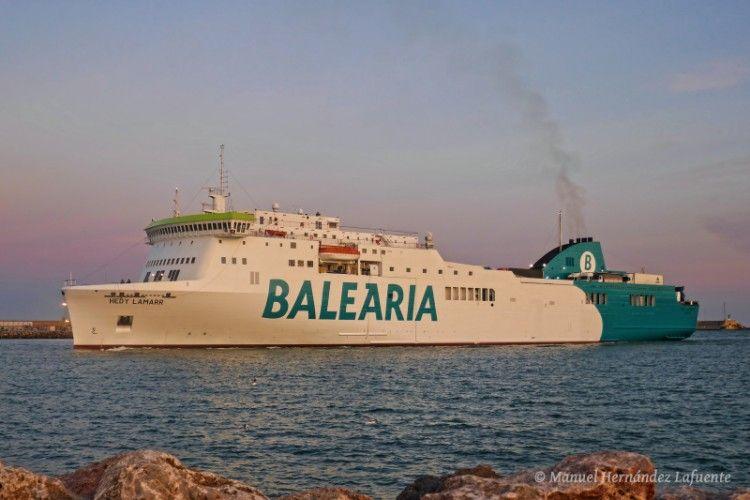 """El buque """"Hedy Lamarr"""", a su salida del puerto de Valencia"""