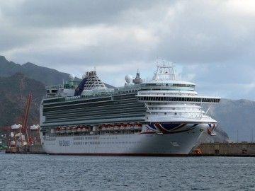 """Atraque del buque """"Ventura"""" en Tenerife, tras la avería de la noche del pasado 7 de diciembre"""