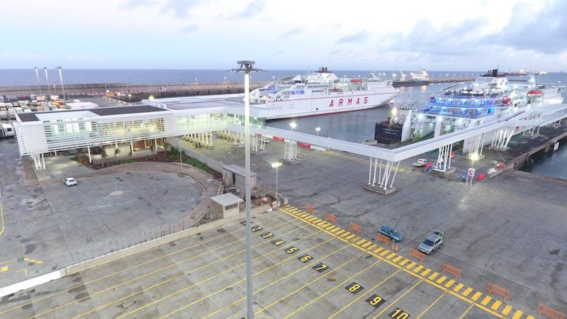 Dos distribuidores conectan con los puntos de embarque