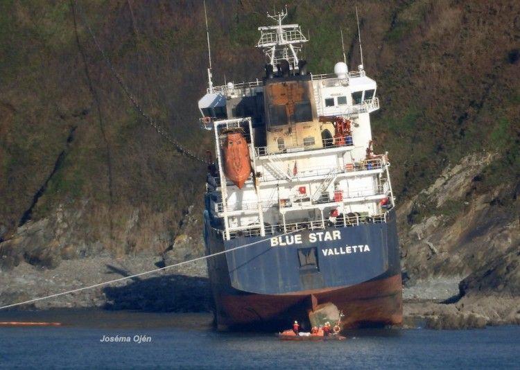 """El buque """"Blue Star"""" se ha escorado levemente a babor"""