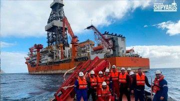 """Parte del equipo de Tenerife Shipyards que trabaja en el buque perforador """"West Júpiter"""""""
