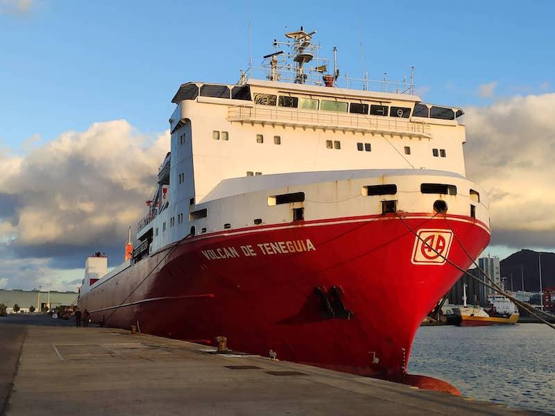 """El buque """"Volcán de Teneguía"""", en su primer viaje por cuenta de Balearia"""