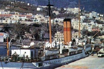 """El primer """"J.J. Sister"""", atracado en el puerto de Santa Cruz de La Palma"""