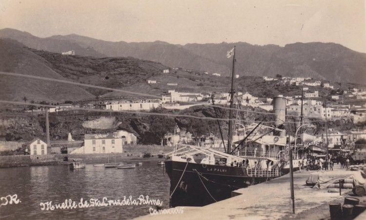 """El vapor """"La Palma"""", en sus primeros años de mar, atracado en el puerto de Santa Cruz de La Palma"""