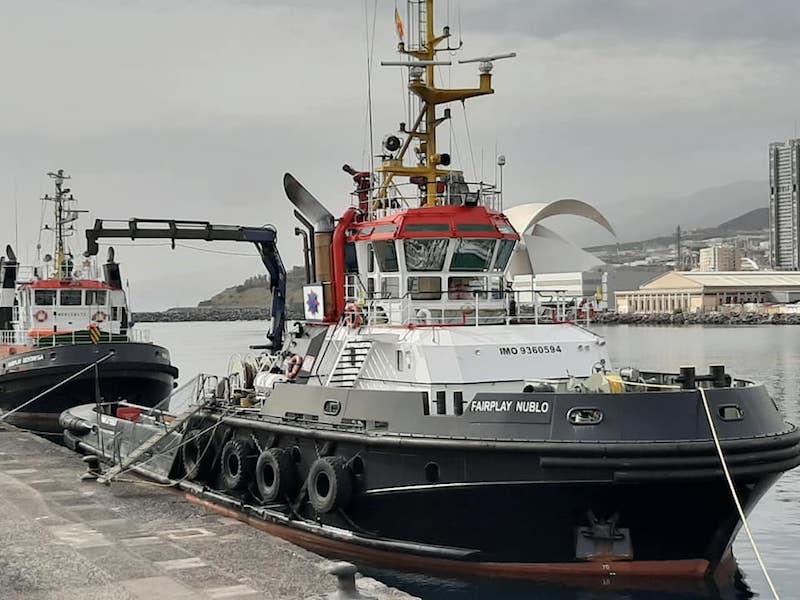 """El remolcador """"Fairplay Nublo"""", en el puerto de Santa Cruz de Tenerife"""